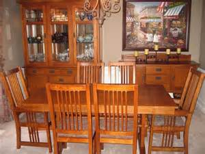 Oak Dining Room Sets With Hutch Bassett 9 Medium Oak Dining Room Set Lighted Hutch