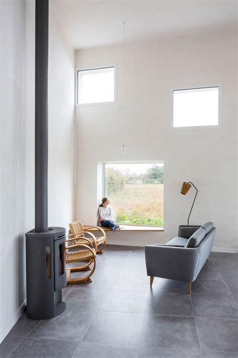 finestra con seduta una casa di cagna per ispirare un fotografo idee