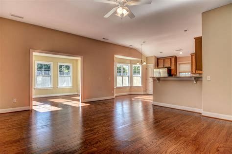 living in 1000 square feet 500 sq ft room home mansion