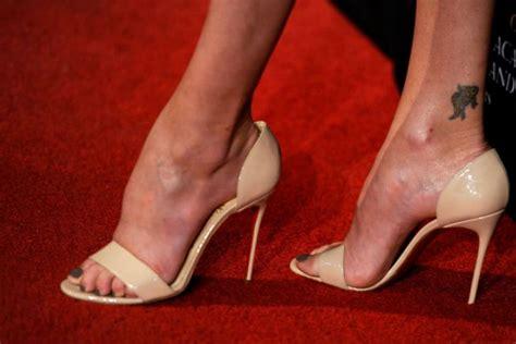 older celebrity feet fotos famosos con tatuajes dedicados a sus madres