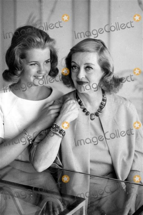 betty davis daughter photos and pictures bette davis with her daughter barbara davis sherry 5 1963 photo by globe