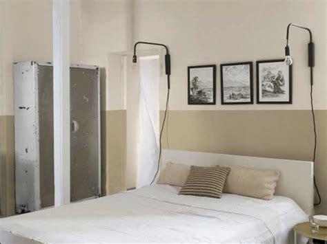 davaus net chambre couleur beige et bordeau avec des