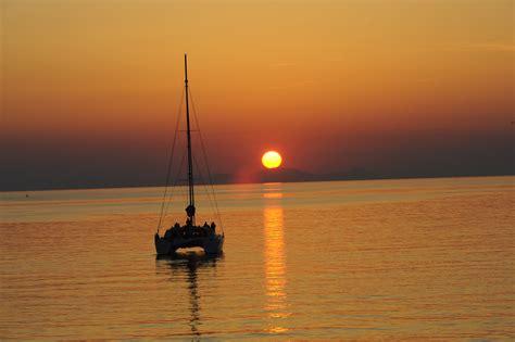 catamaran cruise with sunset santorini santorini sunset catamaran cruise afternoon tour