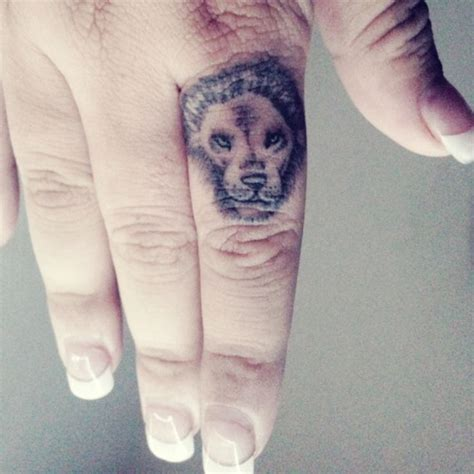 finger tattoo leo 25 best ideas about lion finger tattoos on pinterest