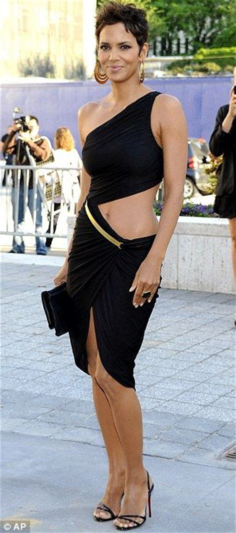 Name Halle Berrys Black Handbag by 1000 Ideas About Halle Berry On Halle