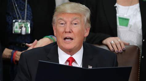 donald trump dilantik larang pengungsi masuk as trump tangguhkan visa untuk