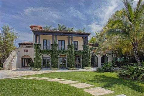 matt damon mansion miami beach living room luxuo matt damon is selling his miami beach home homes com
