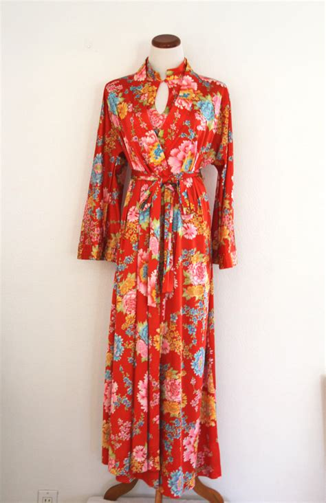 Vanity Fair Gowns And Robes by 1970 S Vanity Fair Satin Robe Gown Set Flower