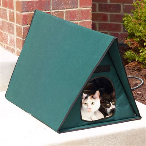 outdoor heated cat house the only multiple cat outdoor heated shelter hammacher schlemmer