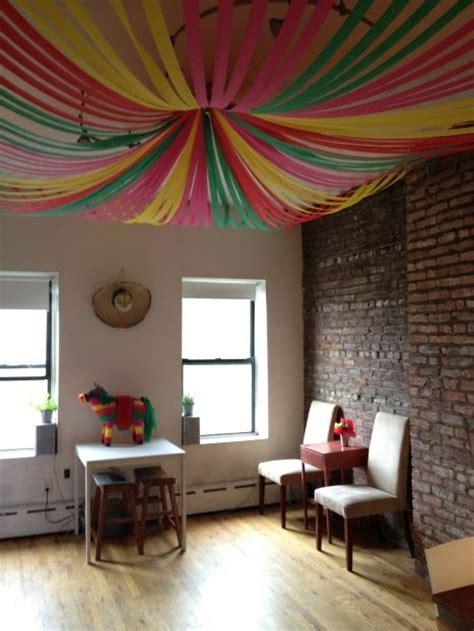 cadenas de facebook navideñas como decorar el techo con papel creppe
