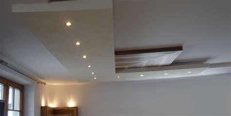 modernes wohnzimmer aus amerikanischem nuss holz - Deckenverkleidung Wohnzimmer
