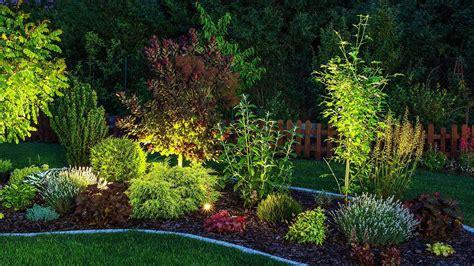 in giardino illuminazione da esterno luce calda o fredda in giardino