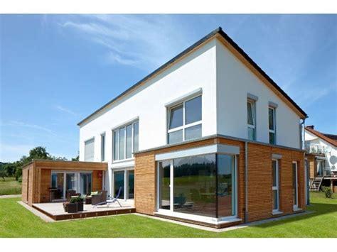 Der Haus Oder Das Haus by Ein Gro 223 Z 252 Giges Einfamilienhaus Mit Verbauten