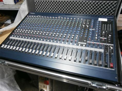 Mixer Yamaha Mg 24 yamaha mg24 14fx image 777211 audiofanzine