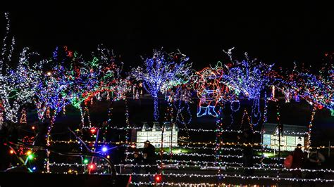holiday lights in lilacia park lombard park district