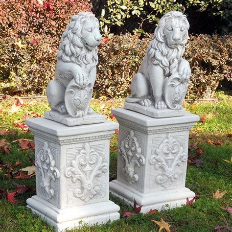 lioni da giardino offerte coppia con scudo italpark srl