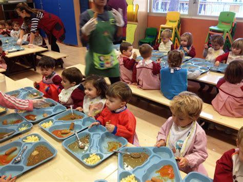 imagenes de niños jugando y comiendo los ni 241 os de 2 a 241 os comiendo en el comedor