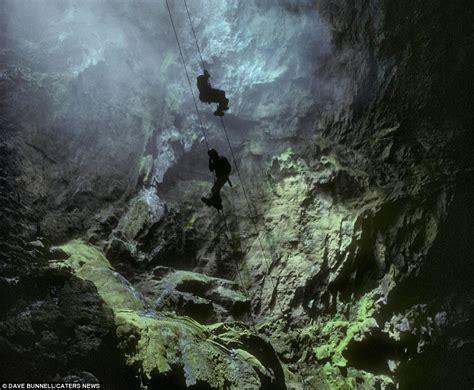 Thrillseeker jumps into El Sotano de las Golondrinas, so