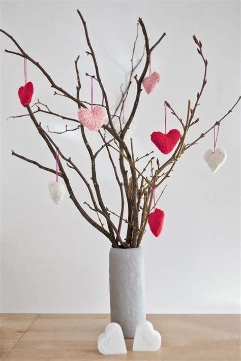 Ramas De Arboles Para Decoracion #7: DIY-table-decoration-idea-for-valentine-themed-fundraiser.-Perfectly-simple..jpg