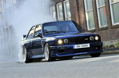 bmw e30 modified bmw e30 m3 burning it up http extreme modified com