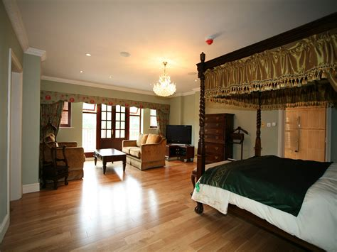 pics of master bedrooms thistlecroft