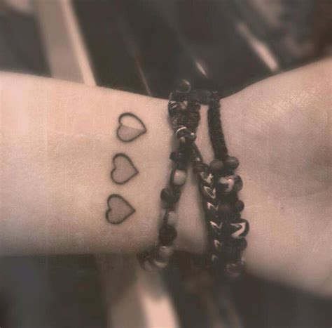 heartbeat tattoo wrist 3 hearts wrist tattoos cool tattoos