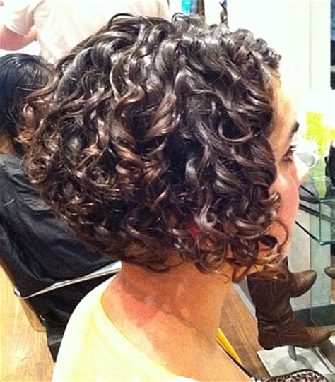 hot curlers to style a graduated bob mjhair graduated curly bob hair pinterest curly