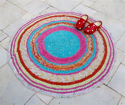 Crochet Rugs From Sheets by Crocheted Rag Rug From Sheets Creative
