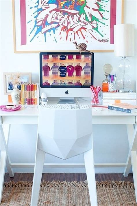 How To Decorate A Desk | ideas to decorate your office desk