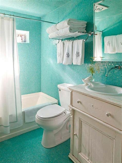 Ideen Für Ein Kleines Badezimmer Makeover by Kleines Badezimmer Mit Fliesen In T 252 Rkis Farbe Und Wei 223 Em