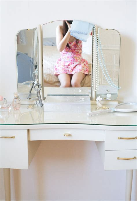 Closet Vanity Table by 261 Best Images About Home Decor Vanity Dressing Room