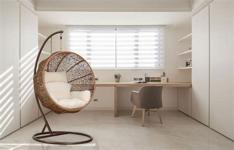 Amazing Diy Interior Design With Hanging Lounge In Middle