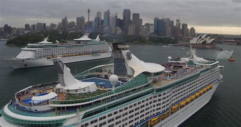 largest cruise line photos australia s two biggest cruise ships crossing