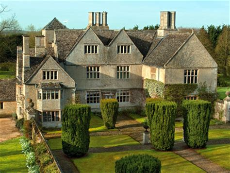 Homes With Two Master Bedrooms Country Houses For Sale In Gloucestershire And Oxfordshire