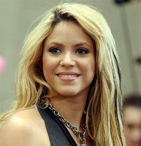 famous hispanic people shakira haute 100 update shakira to be honored with walk of fame