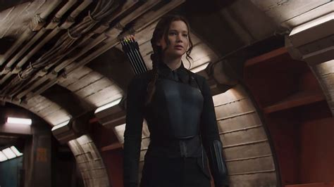 the hunger games katniss everdeens mockingjay suit 5 this is how katniss mockingjay battle outfit came