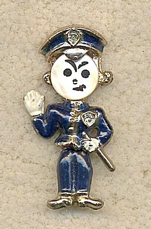 vintage policeman pin (costume people) at silversnow