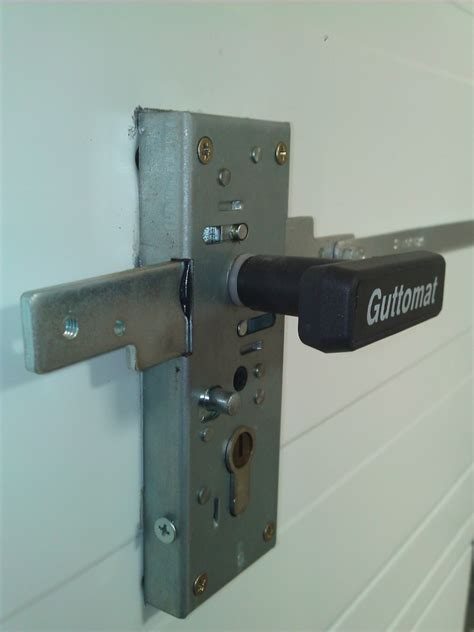 serrure porte de garage basculante porte de garage basculante serrure maison travaux