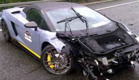 crashed lamborghini veneno lamborghini gallardo spyder performante crashes on