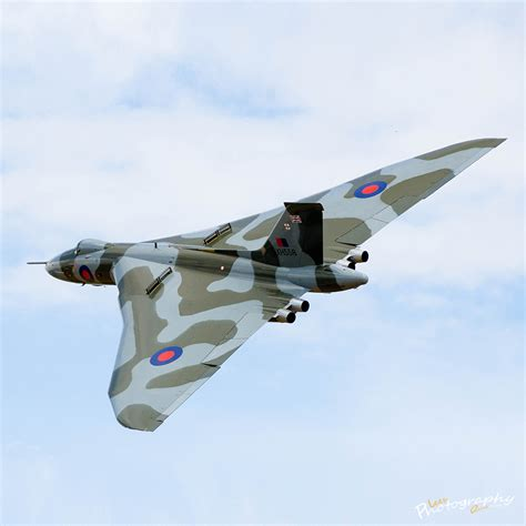 Boomber Voolcon vulcan bomber xh558 12x12 quot s photography