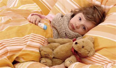 alimentazione per gastroenterite diarrea vomito e febbre gastroenterite da rotavirus