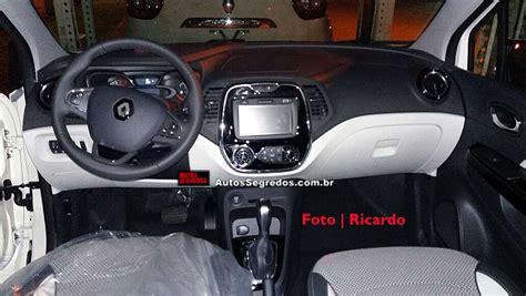 renault captur interior 2017 confira o interior do renault captur brasileiro autos