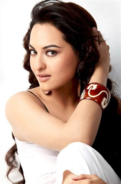 bollywood actresses height in cm sonakshi sinha measurements bra size height weight