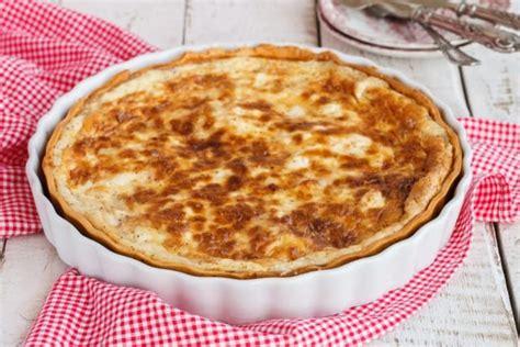 come utilizzare il pane secco in cucina ricetta torta al formaggio con pane raffermo non sprecare