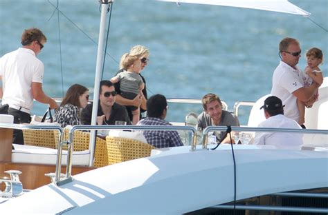 jakes boat house anne hathaway and jake gyllenhaal on boat hot girls