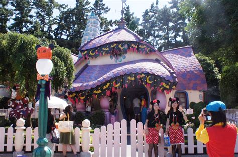 Disney Official Minnie Toontown House Ceramic - minnie s house disney wiki