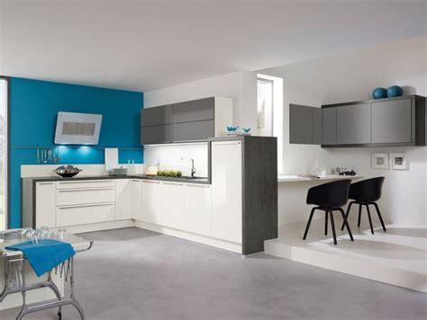 cuisine gris bleu cuisine aviva en l fonctionnelle bleu blanc gris