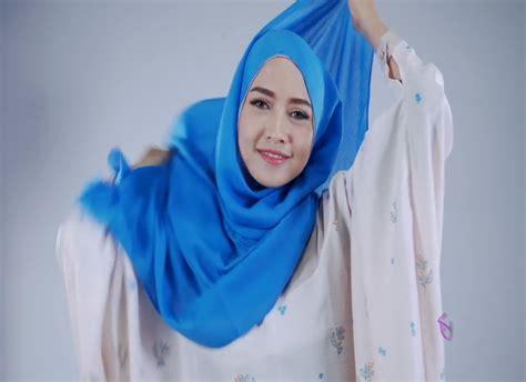 tutorial make up sederhana dan simpel kreasi hijab simple dengan anting ala pandan sari