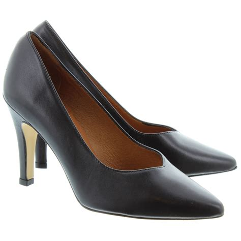 jake 7383 high court shoes in black in black