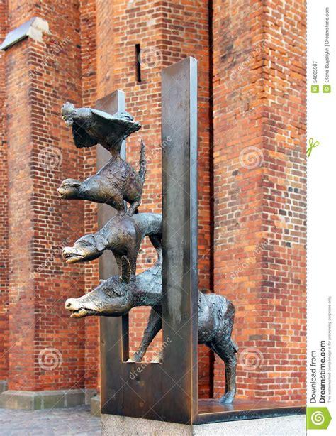 les musiciens de br 202 me lire c est partir sculpture des musiciens de ville de br 234 me 224 riga photographie 233 ditorial image 54605987